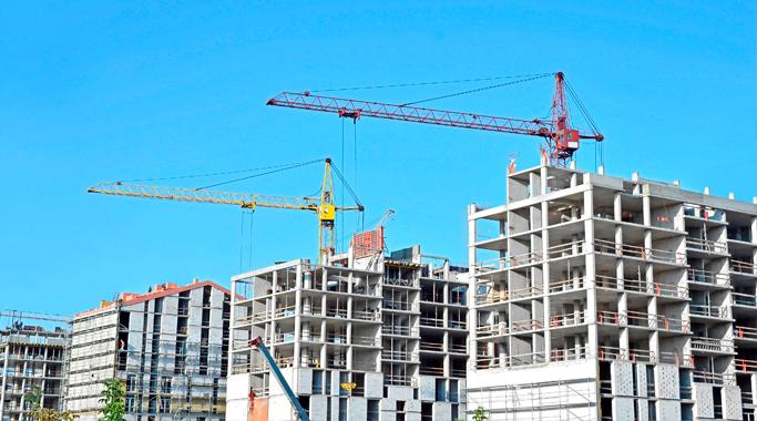 Funcas, pronostica bajadas del 20% en inversión construcción